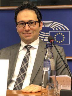 اندمجوا أو إرحلوا المهاجرون العرب والمسلمون جزء من مشكلة التمييز والعزلة بقلم د. غسان ابراهيم