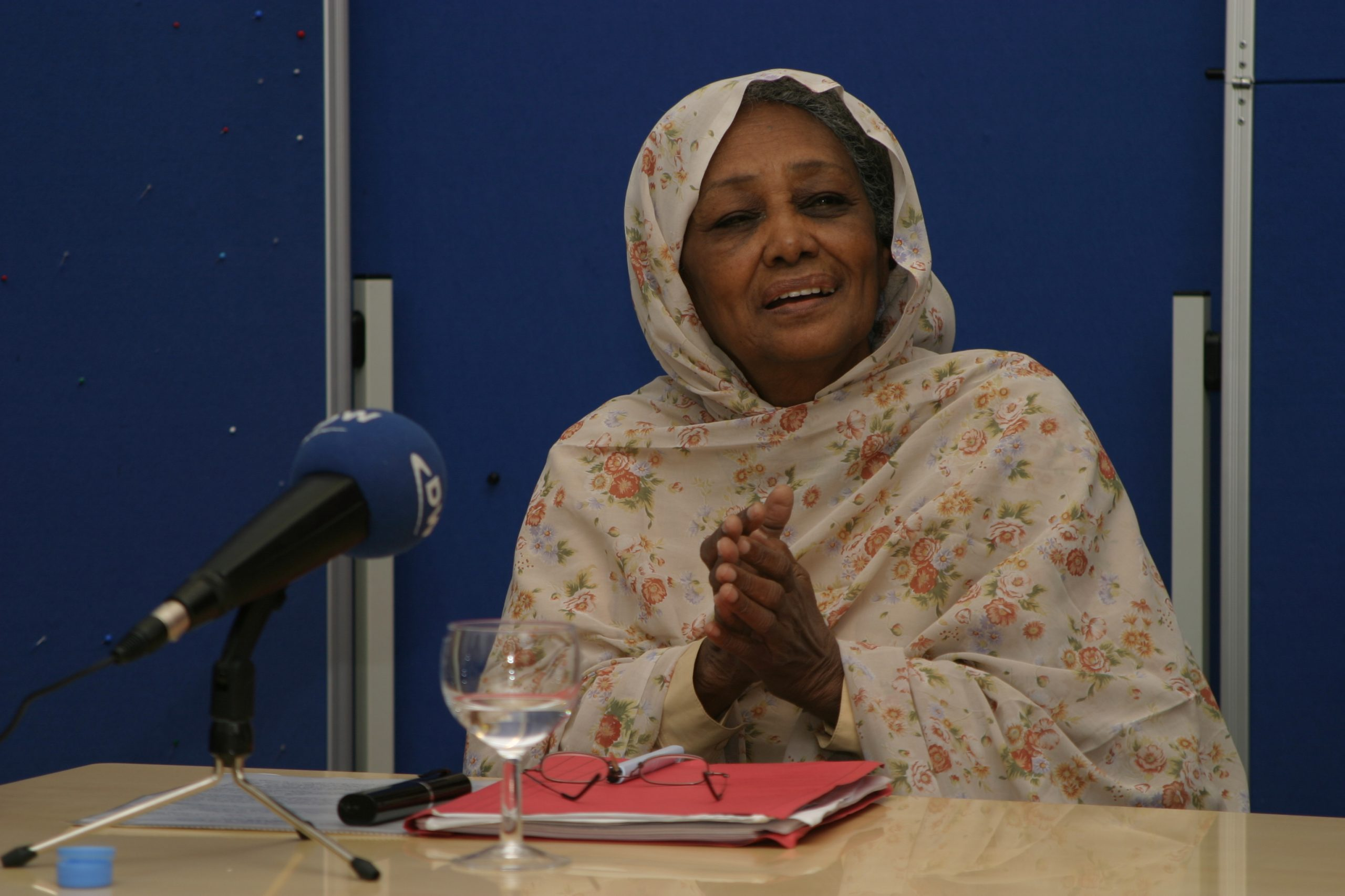 مؤسسة ابن رشد للفكر الحر في المانيا تنعى وفاة الناشطة السياسية والحقوقية السودانية البارزة السيدة فاطمة أحمد إبراهيم