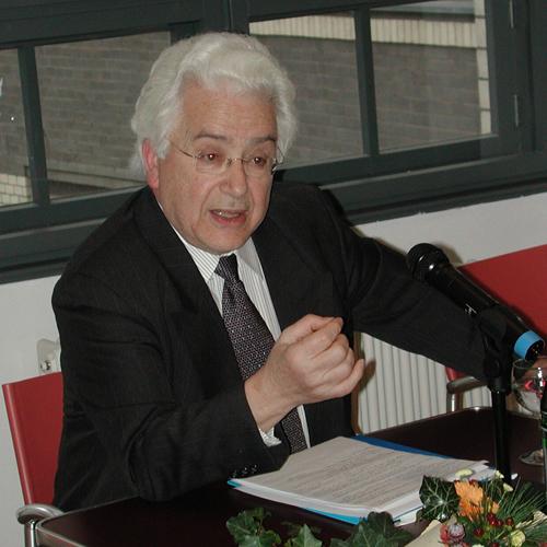 Arkoun talking at awarding event